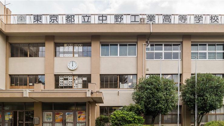 都立中野工業高校を正面から撮った写真